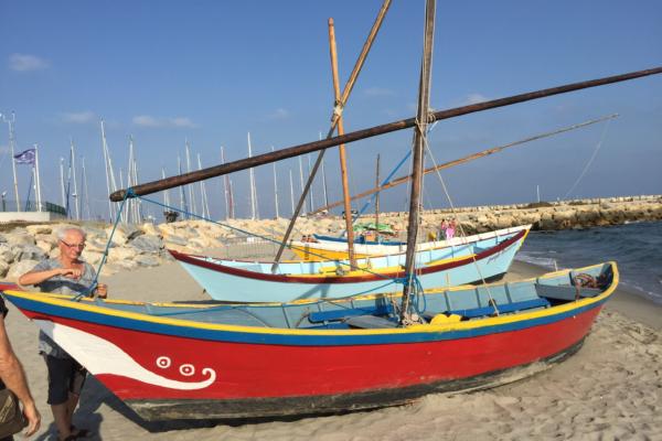 Les barques de pêche de Van Gogh aux Saintes Maries de la Mer